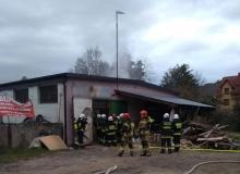 Pożar w zakładzie stolarskim w Przysietnicy. Z ogniem walczyło 36 strażaków
