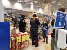 Nalot policji na otwarty, zbuntowany sklep RTV Euro AGD w Nowym Sączu