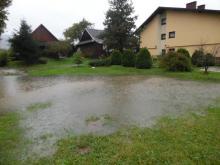 Tu powódź się skończy dopiero za rok?! Dramat w Pazganówce, domy drugi dzień stoją w wodzie