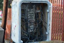 Niezabezpieczona skrzynka elektryczna