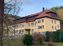 Kamienica: radni za zamknięciem szkoły Nr 2 w Szczawie
