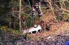 Wypadek w gminie Łabowa. Samochód spadł ze skarpy [ZDJĘCIA]
