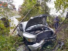 O wielkim szczęściu w nieszczęściu może mówić kierowca, którego samochód zjechał z drogi w Mszalnicy i wpadł do potoku. To cud, że mężczyźnie nic się nie stało. Policjanci ustalają jak doszło do tego zdarzenia.