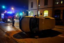 Wypadek na ul. Zygmuntowskiej. Auto przewożące pieniądze zatrzymało się na boku