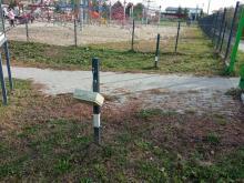 Czytelnik alarmuje: wandale zniszczyli sądecki park dla dzieci [WIDEO]