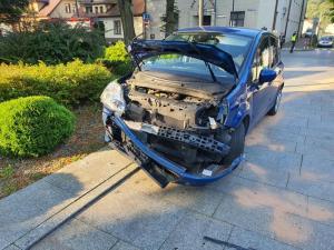 Wyglądało groźnie. W Starym Sączu zderzyły się samochody, są ranni [ZDJĘCIA]