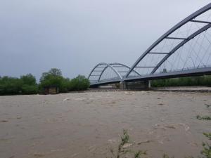 Dunajec napiera na nowy most heleński, fot. Iga Michalec