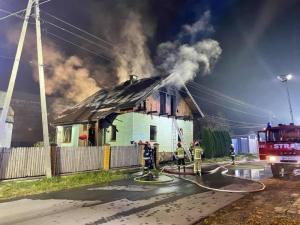 Straszny pożar w Starym Sączu. Dwie osoby były reanimowane [ZDJĘCIA]