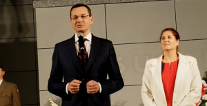 Sam Morawiecki przybył do Sącza z odsieczą Mularczykowej i mówił o Handzla