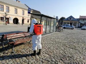 Stary Sącz i koronawirus: trwa wielka dezynfekcja miejsc publicznych