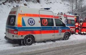Trudne warunki na sądeckich drogach. Wypadek w Bartkowej-Posadowej i Żegiestowie