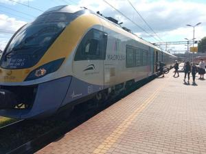 Pociąg do Krakowa już nie tak oblegany. O nowej godzinie podróżowało mniej osób