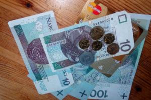 W rok przeciętne wynagrodzenie wzrosło o 9,8 proc. Kto zarabia 5 802,42 złotych?