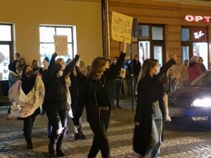 """Sądeckie marsze i kontrmanifestacje Strajku Kobiet. """"Będzie z tego tragedia"""""""