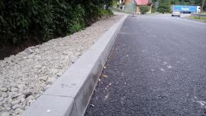 Ulica Szczawnicka w Piwnicznej: chodnik i remont jeszcze w tym roku