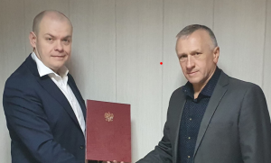 Tomasz Michałowski wręczył wójtowi Janowi Dziedzinie akt powołania