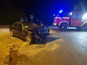 Nocny wypadek w Świniarsku. Ranna kobieta trafiła do szpitala [ZDJĘCIA]